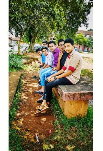 College!!😉 Friendship Casual Clothing Happiness Lifestyles Grass Togetherness Tree College Life College Campus Besties Outdoors Day Full Length Childhood Boys Smiling Girls Leisure Activity Sitting Real People Child People Young Women EyeEmNewHere Mix Yourself A Good Time