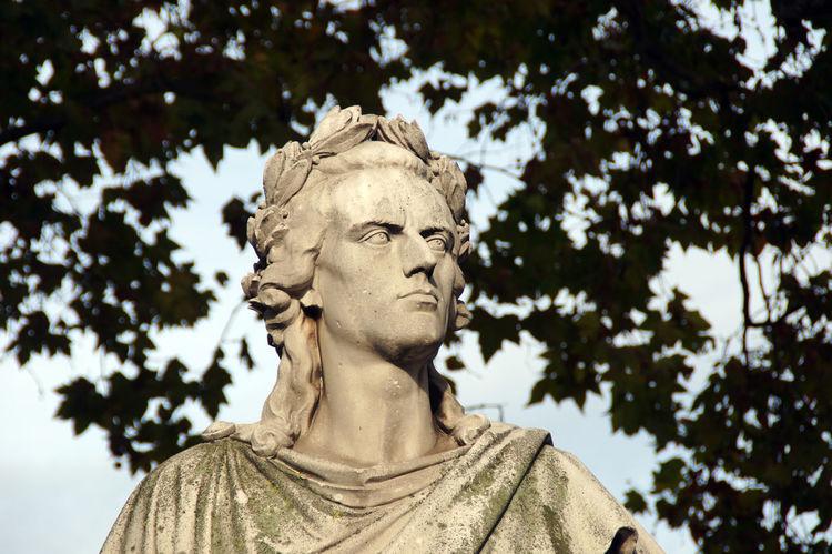 Friedrich Schiller statue at the opera in Stuttgart. This Schiller statue looks like Charlton Heston Friedrich Schiller Genius Poet Schiller Schiller Portraits Sculpture Statue Streetphotography Stuttgart Writer