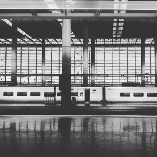Ida y vuelta Trainstation Train Trip Madrid Atocha Move Photography Bw Blackandwhite Blackandwhite Photography Architecture Garbla