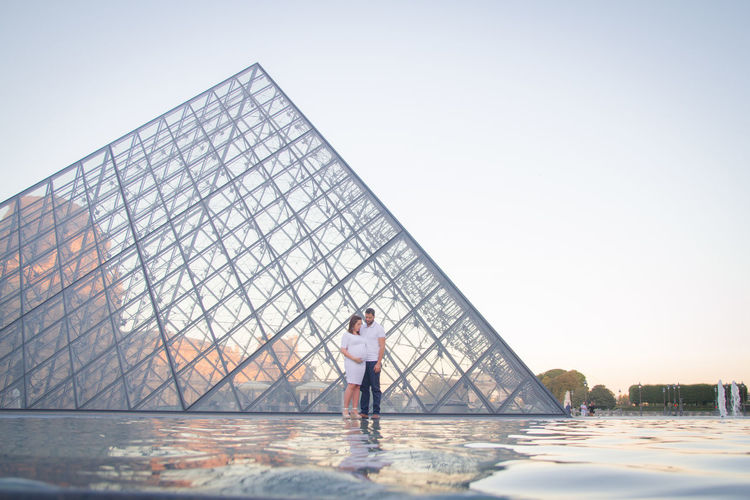 Louvre Pareja Adult Architecture Building Exterior Built Structure Clear Sky Day Dulce Espera Full Length In Love Leisure Activity Lifestyles Nature One Person Outdoors Piramide De Louvre Real People Rear View Sea Sky Standing Water Young Adult