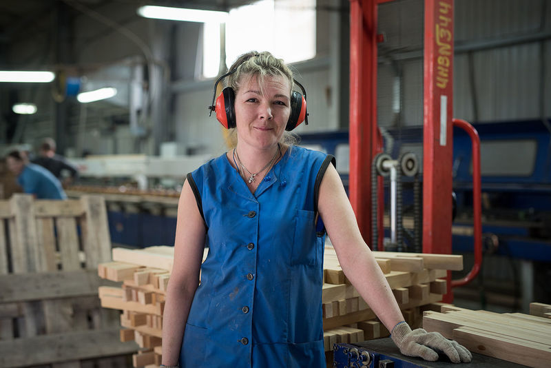 Only Women Wood - Material Factory Workshop One Person People Indoors  Adult Manufacturing One Woman Only Industry Portrait Working Women Real People Blond Hair