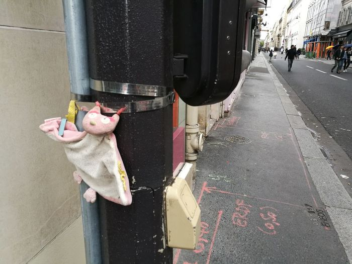 City Outdoors Rue De Paris Doudou ❤ Doudou ♥  Doudou Wanted Abandonned Toy Abandonné Perdu Snifff! :-) Colour Your Horizn Adventures In The City Plastic Environment - LIMEX IMAGINE The Street Photographer - 2018 EyeEm Awards