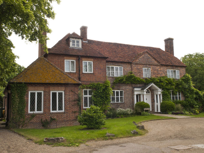 Four Elms is a village within the civil parish of Hever in the Sevenoaks District of Kent, England. The village is located on a crossroads between Edenbridge and Sevenoaks. Architecture Building Exterior Built Structure Cottage Cultures Detached House Façade Four Elms History House Kent No People Outdoors Residential Building Row House Suburb Tourism Tourist Destination Tourists Travel Travel Destinations Traveling Vivid Colours  Vivid International Window