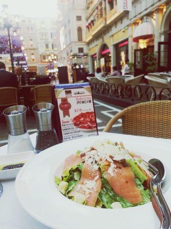 Eating Salmon Salad Caesarsalad 먹방~!