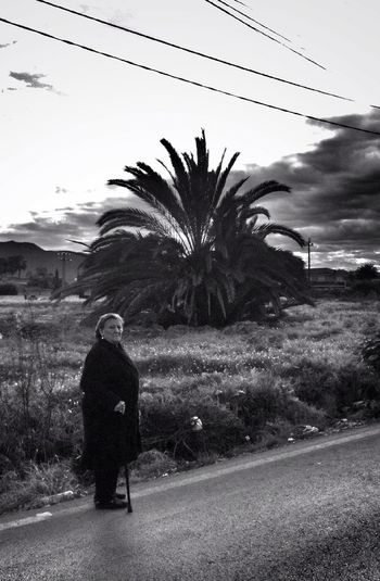 Seres #perranos: Sin arcén Streetphoto_bw Blancoynegro Perranos Seres Perranos