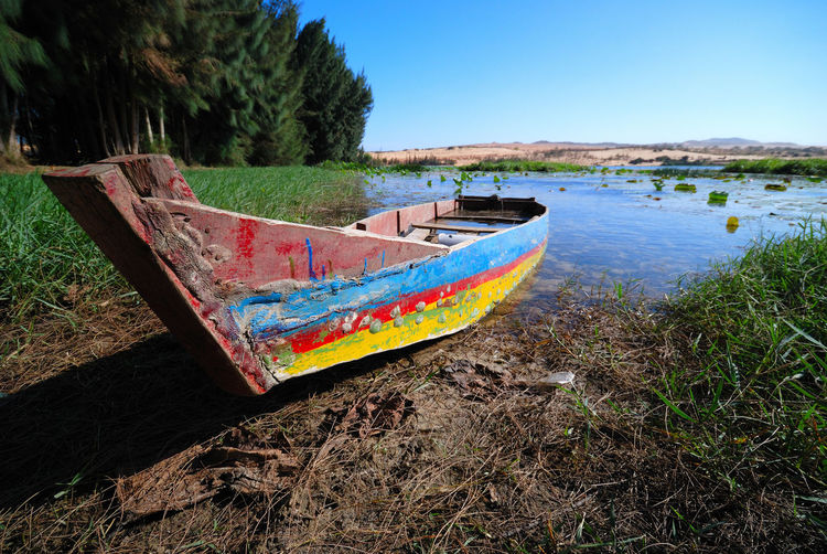 Abandoned boat by the lake