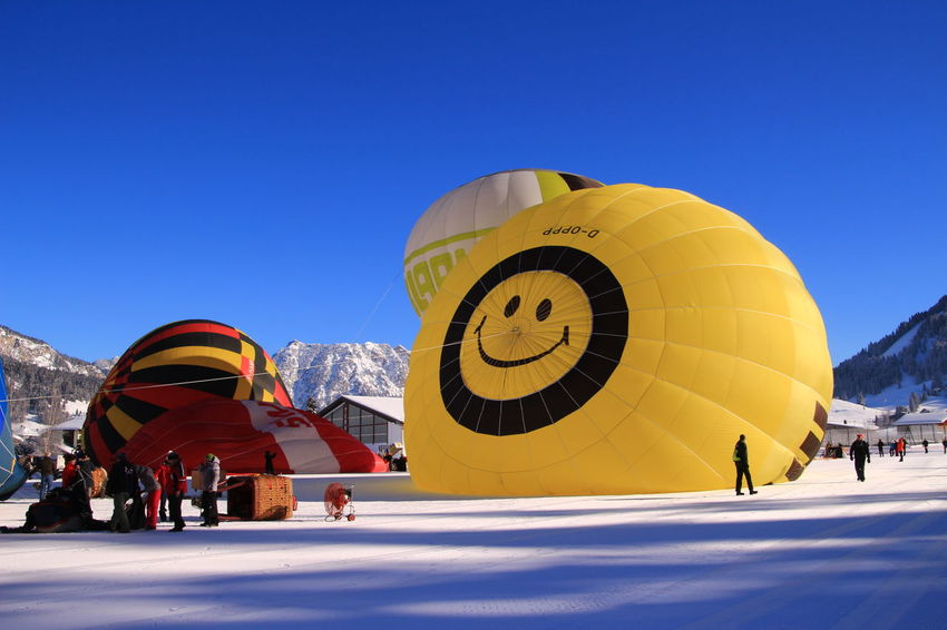 A smile 😂😂.. Travel Destinations Leisure Activity Winter Yellow People Vacations Sport Sky Outdoors Adult Adults Only Day Ballons Ballonfestival Tannheimer Tal