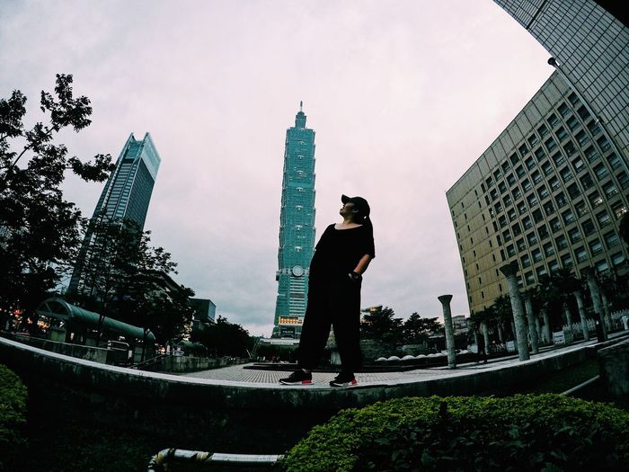 One of the TOP 10 tallest building is in Taipei ! VSCO Goprophotography Photography Skyscraper Taipei,Taiwan Taipei 101 Architecture Built Structure Building Exterior Low Angle View Outdoors Sky Statue