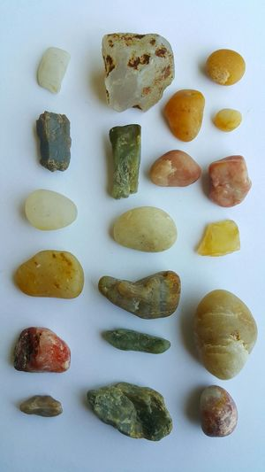 Rocks And Minerals Quartz Pebbles Crystal Fragments Crystal Transparent Collecting Collection Showing Imperfection Rough Gemstone Uncut Gem Raw Gem Gemstones Gem