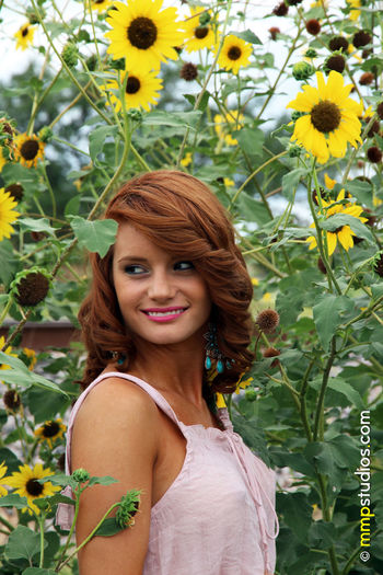 @melvinmaya @mmpstudios_com Beautiful Houston Redhead Sunflower Texas Beautiful Woman Beauty Beauty In Nature Flower Follow Gorgeous Happiness Location Model Nature One Person Outdoors Photographer Photography Real People Smiling Spring