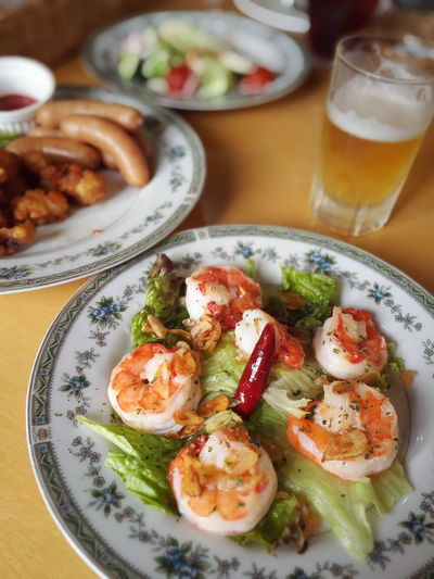 Close-Up Of Shrimp On Lettuce In Plate