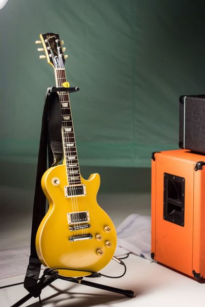 Guitar Electric Guitar Music Musical Instrument Arts Culture And Entertainment Indoors  Bass Guitar Bass Instrument Rock Music Modern Rock No People Jazz Music Day Gibson Les Paul Gibsonguitars Orange Amps