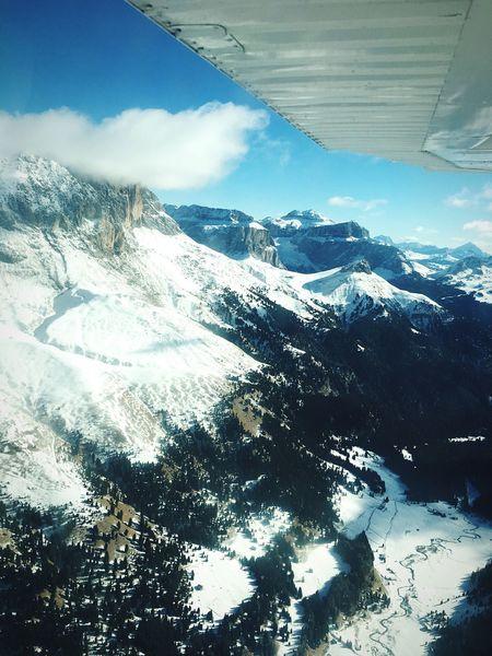 La bellezza e la felicità a volte si equivalgono e allora l'emozione ti pervade! Snow Mountain Beauty In Nature Flight Flying High Dolomites, Italy Landscape Trytobehappy Realbeauty