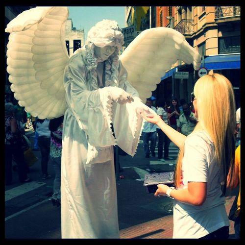 """Um dia um anjo me disse """"confie, a flor nasce para todos"""", e eu respondi em pensamento..""""com certeza"""" ! Angel Thanksformessage Street 25march pensei lembrei anjos euacredito euguardei life SP"""