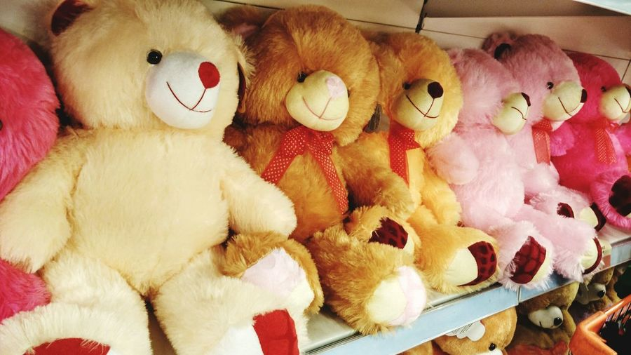 Soft Toys Teddy Bears Lean On Each Other Different Colors Same Expression Happy Expression Favroites