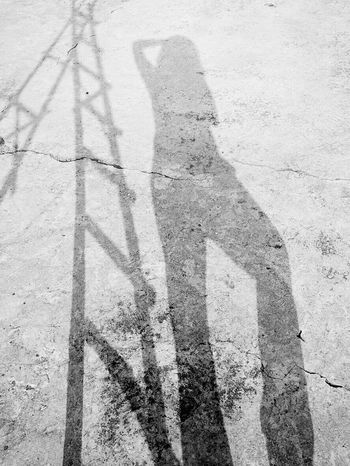play with shadows...a play with me!! Shadow Sunlight Focus On Shadow Real People Leisure Activity Lifestyles Long Shadow - Shadow Day Outdoors Photographic Approximation Love Myself  Light And Shadow Awesome_shots Carefree Livin' Fun Outdoors Black And White Photography EyeEmNewHere Lieblingsteil The City Light