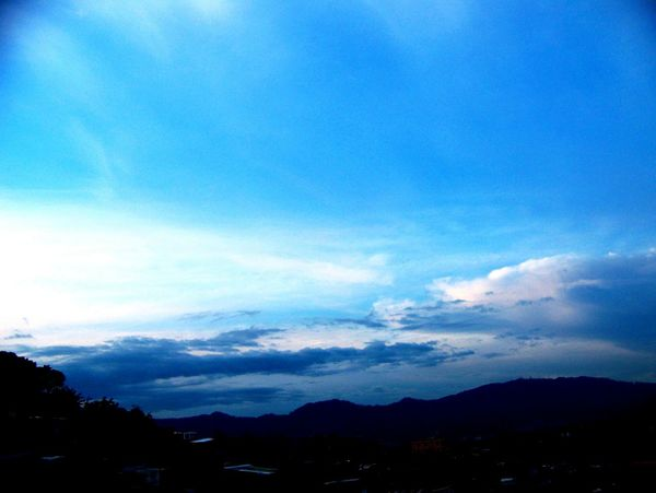 Jilroa Jilroa Fujifilm Mountain Mountain Range Scenics Sky Tranquil Scene Cloud - Sky Tranquility Blue Nature Beauty In Nature Outdoors Tourism Non-urban Scene Town Atmosphere Physical Geography Majestic Residential District No People