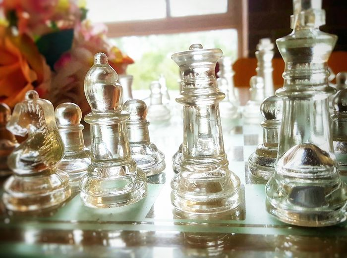 Large Windows Sunlight Midday Chess Glass - Material Glasschess Pink Flower Beautiful Glass Object Object Photography Reflection Day Gametime Chessboard Pieces Chess Players Chess Time Lightroom Indoors  Sunny Day Roses Lit Background Window Interior