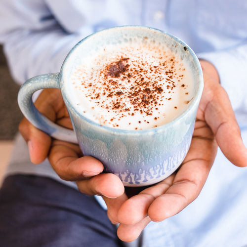 Human Hand Holding Cup Hand Food And Drink One Person Coffee Human Body Part Mug Coffee Cup Refreshment Drink Coffee - Drink Real People Indoors  Focus On Foreground Close-up Lifestyles Hot Drink Frothy Drink Finger Non-alcoholic Beverage Cappuccino