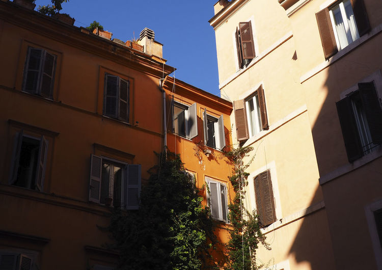 Architecture Building Exterior Street City Low Angle View Travel DestinationsTravelling Travelling Photography Outdoors Light And Shadow Light Italy Rome Roma Built Structure Windows Window