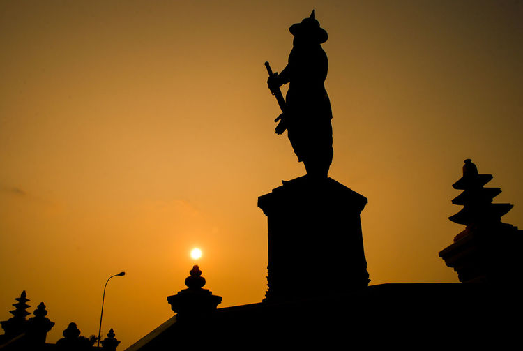 Statue of the King Chao Anouvong Art Chao Anouvong Park Creativity Indochina Laos Low Angle View Monument Orange Color Park Sculpture Silhouette Southeastasia Statue Sun Sunbeam Sunset Tourism Travel Destinations Vientiane 43 Golden Moments Fine Art Photography Eyeem Philippines