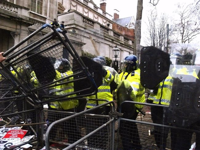 2009 protest at the Israeli Embassy London. Demonstration Embassy Israel London Metropolitan Police Olymp Olympus Palestine Protest Protesters Protesting Punch Up Riot Gear Steve Merrick Steve Merrick Stevesevilempire Uk Violence Zuiko