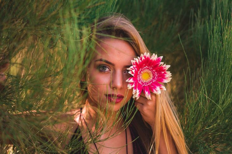 Roxana saumell Flower Flowering Plant Plant Portrait One Person Beauty Young Women Young Adult Hair Nature Beauty In Nature Headshot Women Hairstyle Beautiful Woman Long Hair Adult Freshness Leisure Activity Flower Head