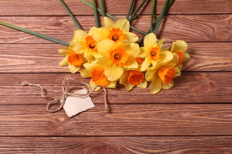 Narcissus Narcissus Flowers Flower Flowering Plant Wood - Material Plant Freshness Fragility Flower Head Beauty In Nature Vulnerability  Yellow Table Petal Inflorescence Nature Close-up Directly Above Indoors  No People Arrangement Flower Arrangement Bouquet Wood Grain Postcard Copy Space Congratulations For You ;-)