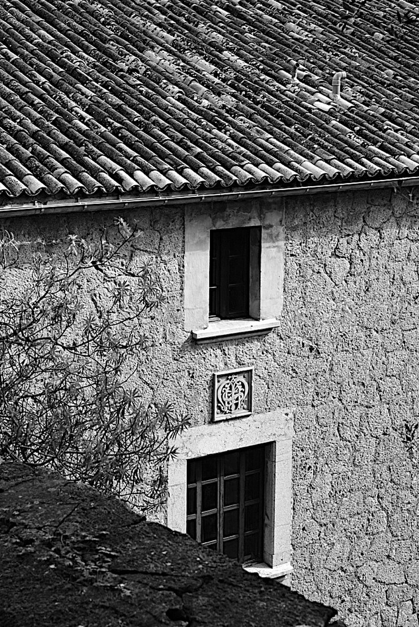 architecture, built structure, building exterior, window, house, residential structure, residential building, brick wall, building, day, wall - building feature, wall, no people, outdoors, old, sunlight, stone wall, door, low angle view, roof