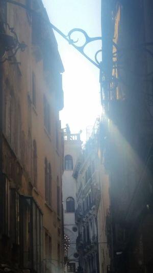 Venizia Sun Irrlicht Moments Streets Of Venice