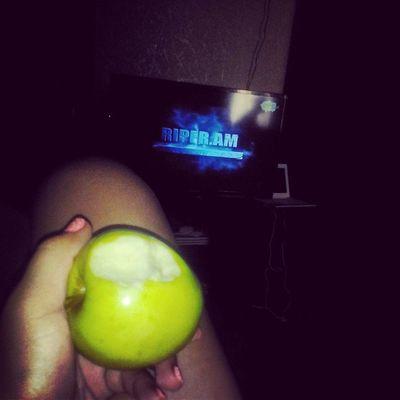 Яблоки и сериальчик .....можно не очем не думать и непереживать!!