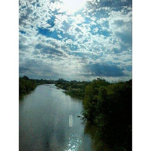 El tiempo corre tan rapito como el agua... River Diamantes City Bautiful day Summer