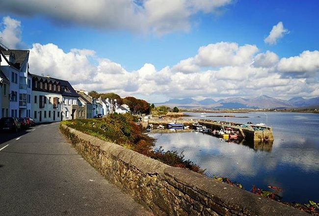 ROUNDSTONE Roundstone Galway Connemara Connemaranationalpark WestCoast West Ireland Insta_ireland Pier Boat Lake Landscape Loves_ireland Instaireland