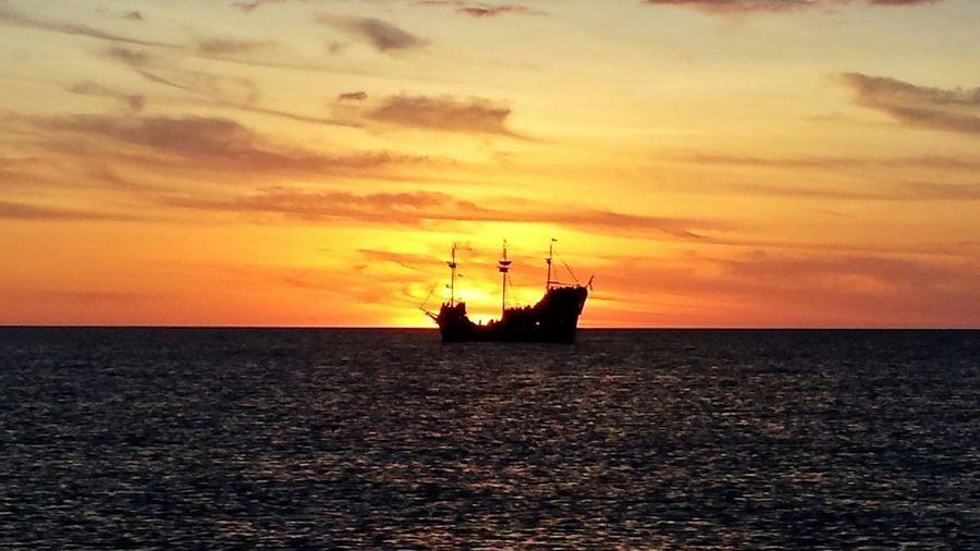Capture The Moment Sunrise_sunsets_aroundworld Enjoying Life I Love My City EyeEm Best Shots No Location Needed Darkness And Light Tadaa Community Beachphotography Beautiful