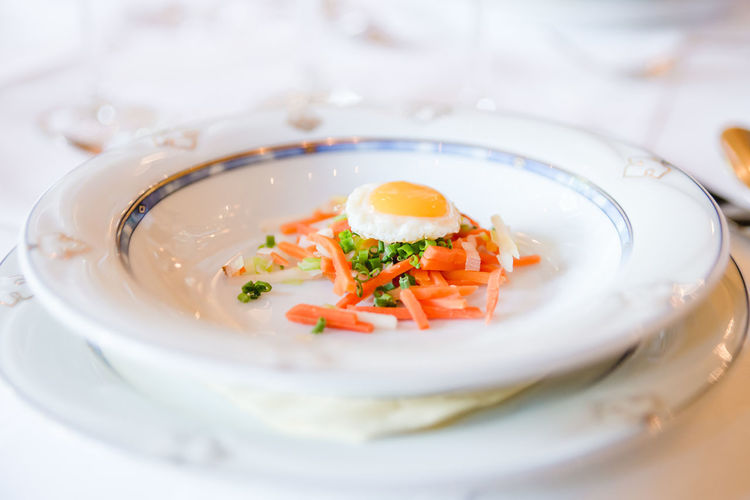 Fried Egg Suppenteller Vorspeise Close-up Day Delicious Food Food Food And Drink Freshness Fried Egg On Veggetables Garnish Healthy Eating Indoors  Indulgence No People Plate Preparing Food Preparing Soup Ready-to-eat Serving Size Soup Veggetables