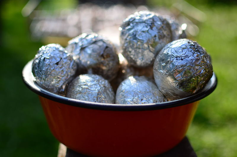 Baked Potato Cooking Picnic Potato Baked Bowl Close Up Close-up Container Cooking Time Day Food Nature Outdoors Picknik Potatoes Selective Focus Shiny Sunlight картошка пикник
