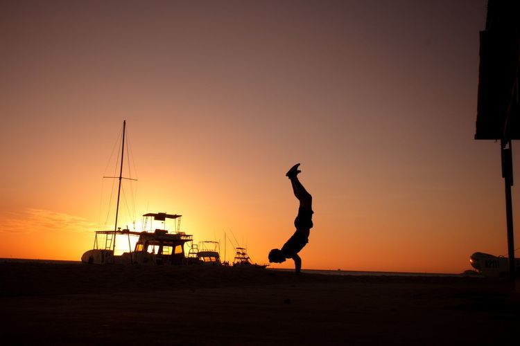 Workout Handstand  Handstands Handstand Pushups Yoga Fitness Full Length Clear Sky Sunset Men Jumping Silhouette Mid Adult Sport Mid Adult Men Sky Summer Exploratorium Summer Exploratorium