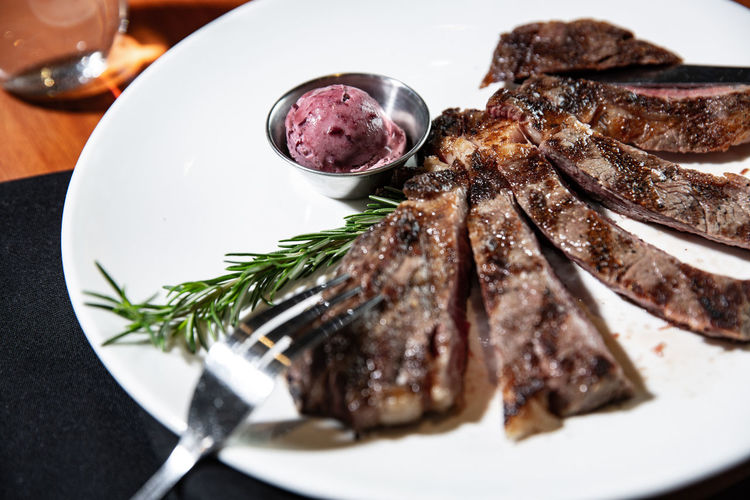 Food Food And Drink Freshness Ready-to-eat Plate Indoors  Meat Still Life Table Serving Size Red Meat Close-up No People Eating Utensil Kitchen Utensil High Angle View Rosemary Vegetable Meal Wellbeing Beef Herb Garnish Temptation Crockery