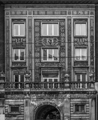 Day 90. Before our Wednesday activity, as I had a 5 minutes to wait for my fiance to join. spoted, shot and processed later on. I am happy. 365 365project Architecture Black And White Blackandwhite Blackandwhite Photography Building Exterior Built Structure City Day History No People Outdoors Warsaw Warsaw Poland Warszawa Śródmieście Window