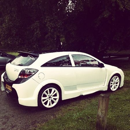 Parked up in Ellesmere after a nice cleaning sesh! Vauxhall Astra VXR White Cleaned Shine ShameItRained