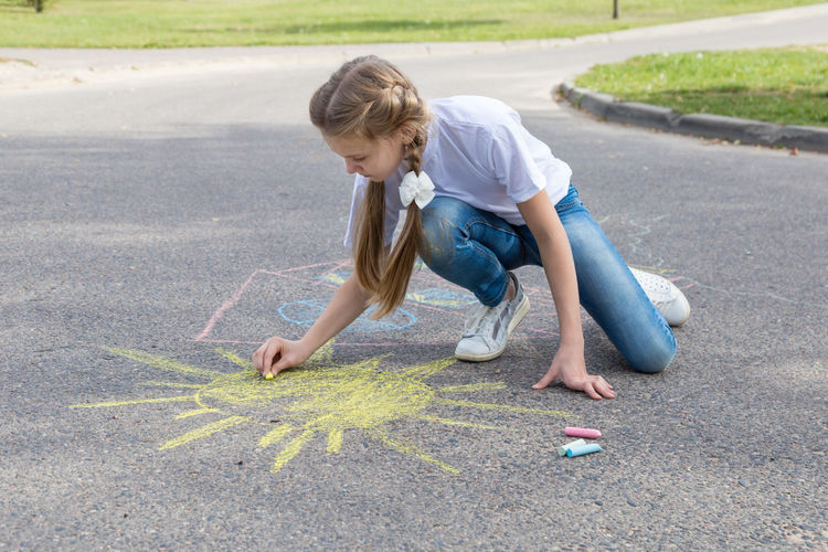 children draw in crayon on asphalt Happiness Sunshine Friendship Doodle Sketching Game Chalking Pavement Colorful Activity Creative Playground Happy Lifestyle Playing Coloring Painting Leisure Activity Leisure Education Artist Sun Cute Play People Image Draw Art Outside Street Sidewalk Hand Color Fun Outdoor Day Summer Crayons Children Family Chalk Drawing Asphalt Creativity Child Childhood Girl Copy Space Copyspace Teenager