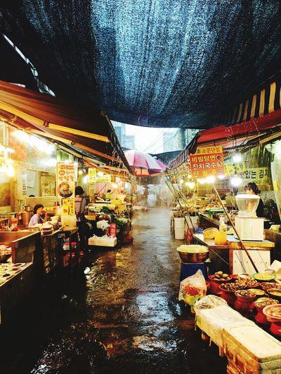 비오는국제시장 국제시장 부산깡통시장