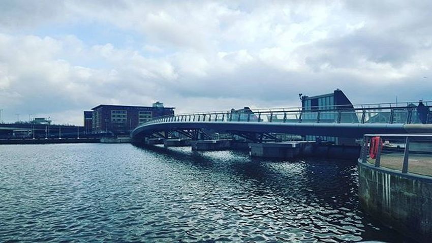 Freeezzzzzing Belfast Irland Visitni Visitbelfast Instabelfast Latergram Vscocam VSCO Vscoirland DiscoverNI Architecture Pointofview Laganweirbridge Bridge River