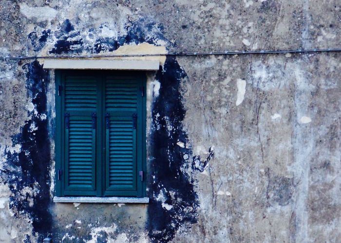 Colors EyeEm Italy EyeEm Masterclass EyeEm Streets EyeEm Water Shots Finestra Chiusa Green Green Color Imperia The Week On EyeEm Architecture Black Blue Building Exterior Built Structure Chiusanico Close-up Closed Window  Come And See Eye Em Masterclass Eye4photography  Finestra Window