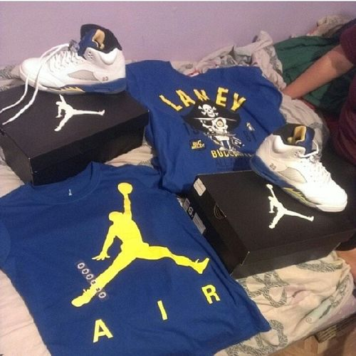 WhatMe &&BaeeeWearingForMyBirthday BirthdayFit Laney 5 's WeLate ItsOkayTho OurShirts BlueYellowWhite Ayyyyyy @queenchelsey