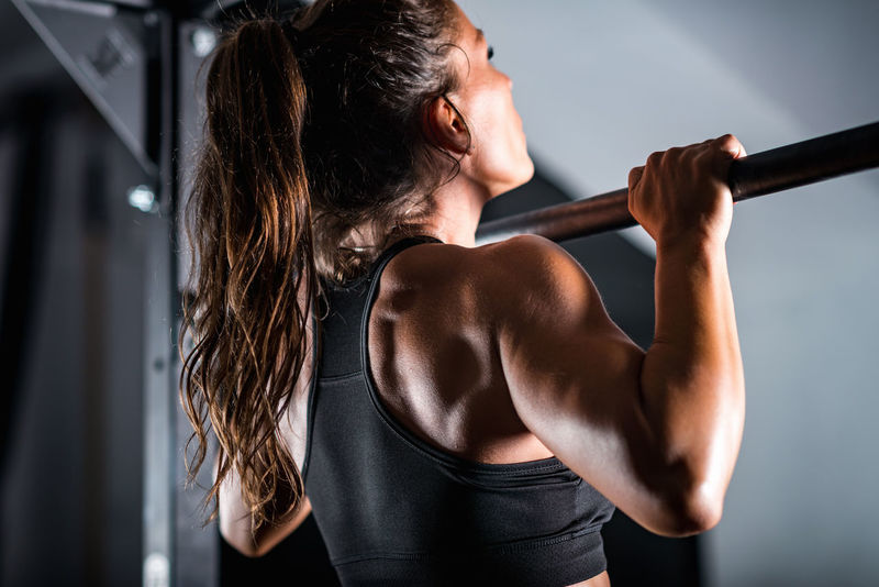 Woman Athlete Doing Pull Ups Athlete Athletic Body & Fitness Bodybuilding Cross Effort Exercise Lifestyle Power Black Caucasian Ethnicity Exercising Female Fit Fitness Gym Kettlebell  Muscular Muscular Woman Pull Ups Strength Strong Training Weightlifting Workout