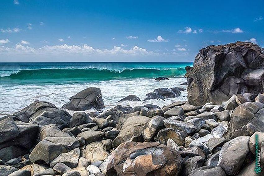 Praia do Meio, Fernando de Noronha - Pernambuco, Brasil. www.mauriciomoreno.com Fernandodenoronha Pernambuco PE Nature Landscape Art Photography Wave Rock Stone Sea Beach Praiadomeio Mmorenofoto
