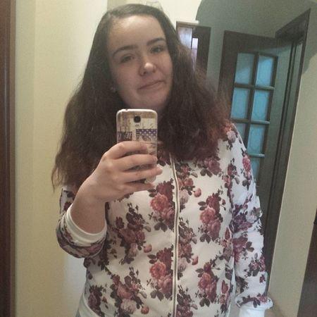 Pentru că poză în oglindă şi pentru că flori. :)) Huế LOL Haha Lel school fuck hate wop happy hashtag instagram crazy girl good morning mirror flowers smile red mor selfie boss valoare