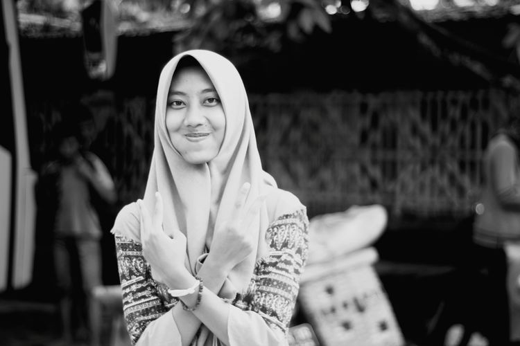me at the parking of prambanan beach 2 years ago Young Women Portrait Smiling Happiness Women Beautiful People Cheerful Religious Dress Monochrome Natural Beauty Wrapped In A Blanket Hijab Thoughtful Posing Hooded Shirt Hood - Clothing Pretty Headscarf Ceremonial Make-up Voluptuous Blanket Blue Color Lace - Fastener Hooligan Sweatshirt Holy Week Eastern European Culture Wearing Islam Wrapped
