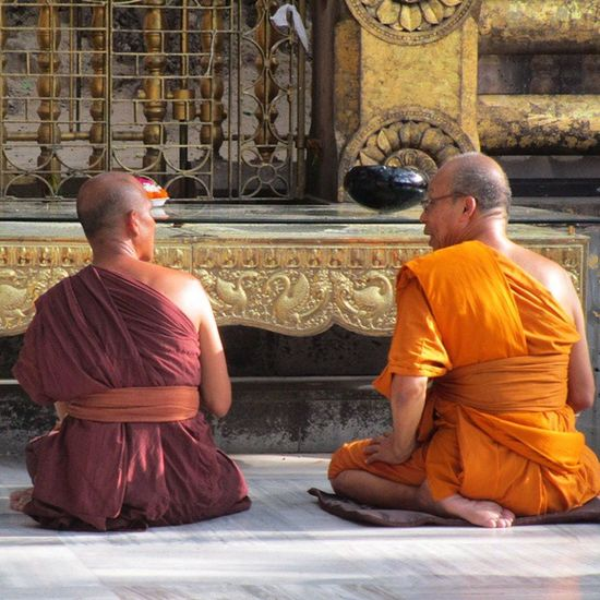 Chatting Hour :) At Mahabodhi Temple, Bodhgaya, Bihar, India. ……………………………………………………… Thememorylane Mypixeldiary @photographers_of_india @photographers.of.india _cic @clicking_india_clicking @repostindia Repostindia